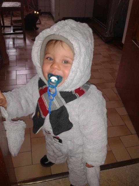 voici mon petit fils il est beau