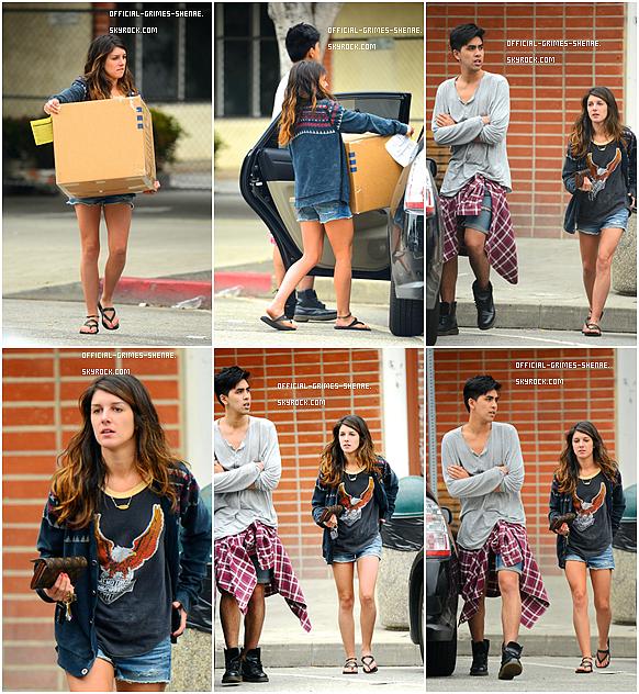 01/05/12 : Shenae a été aperçue portant des cartons avec un de ses amis à Larchmont. Un FLOP !