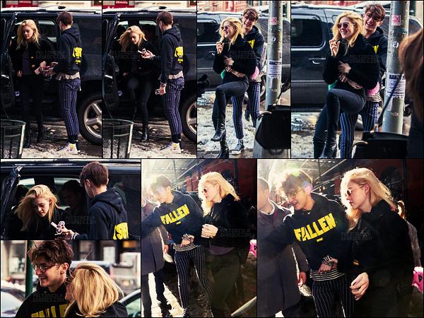 . ● Le 10/02, Nicola Peltz et son boyfriend Anwar Hadid ont été repérés dans les rues de New York  .