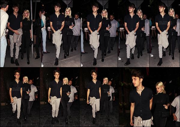 . ● Nicola Peltz et son boyfriend Anwar H. quittant le restaurant Beauty & Essex, le 30/05, à L-A.  .