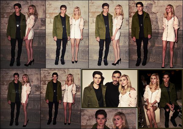. ● Notre Nicola Peltz était au défilé Givenchy pendant la Fashion Week de Paris, le 02/10.  .