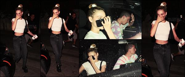 . ● Nicola Peltz a été vue quittant restaurant Craig's avec Paul, le 09/08, à W. Hollywood  .