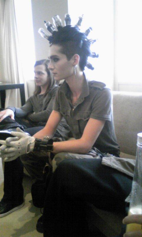 5695 ➜ Interview de Tokio Hotel à Tokyo, au Japon (10.02.11).
