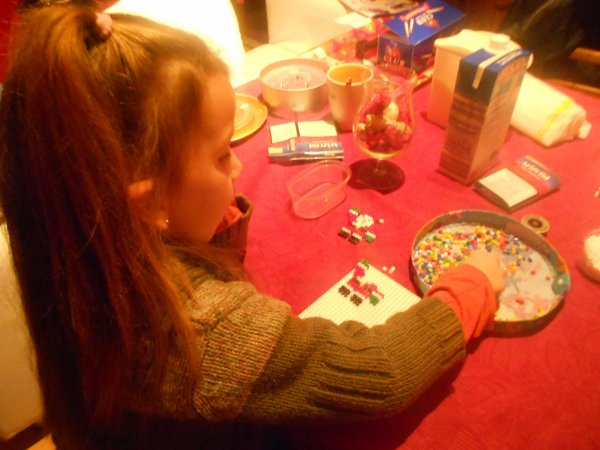 avec maman on fait des créations en perles hama :)