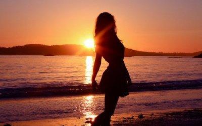 Le temps passe, les choses changent, les gens nous font sourire et nous déçoivent, parfois on continue sans y prêter attention, mais au fond on oublie rien, on sourit en disant que tout va bien...