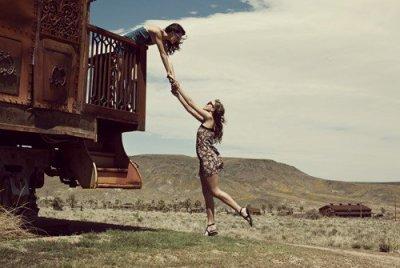 Ce n'est pas de partir qui fait mal. C'est de dire adieu a tout ceux qu'on connaissait, a tout ceux qui nous tenait en vie. Ce qui fait mal, c'est de savoir que nous n'allons pas revenir & que tous ses moments ne seront plus que des souvenirs. Ce qui fait mal c'est de voir arriver la fin, beaucoup trop vite..