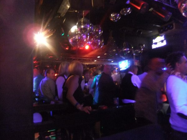 """Club le Consul Bd Sauvenière à Liège , ouvert le samedi 22h avec """"Happy hour"""" jusqu'à minuit."""