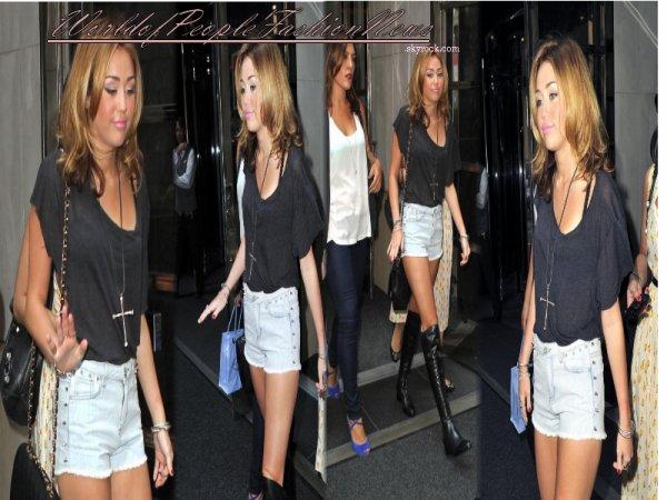 Miley Cyrus a New York le 31/08/10, .................................................................................................................................................................................................................................................................................................................................................................................................................................. De plus Miley  sera a Paris le 6 Septembre pour le  tournage de son film LoL, mais juste pour 1 jours !