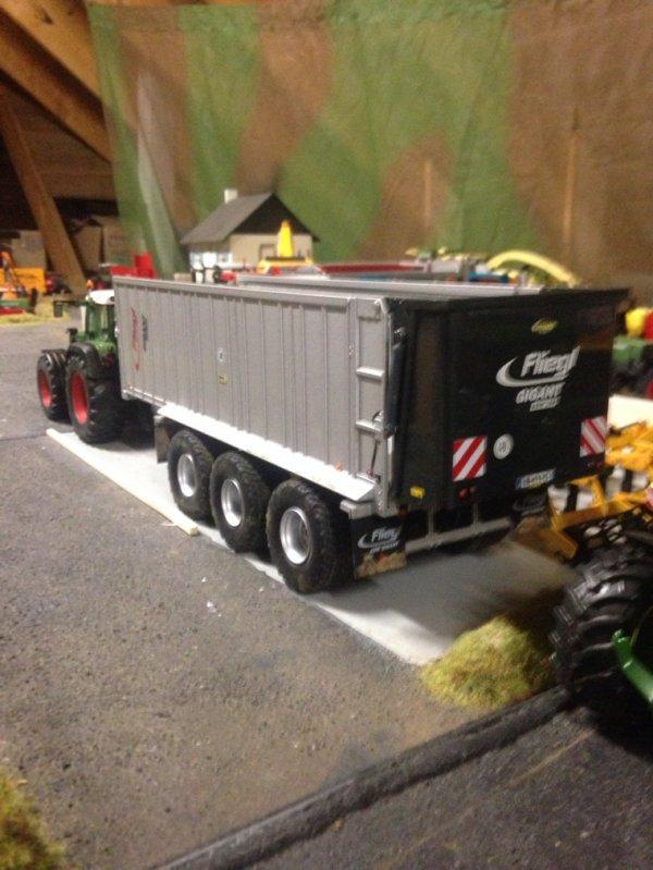 Tridem Fliegl prête pour le transport de Compost