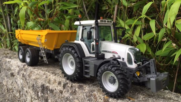 Transport de terre en Fendt 820