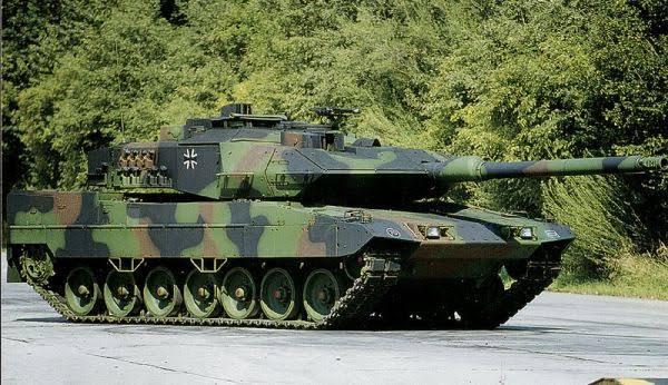 Le Léopard 2 est un char de combat allemand développé initialement pour remplacer les M48 Patton utilisés par la Bundeswehr et évoluer aux côtés du Léopard 1 déjà en service. Le Léopard 2 surpassait ce dernier dans le domaine de la mobilité, de la protection et de la puissance de feu. Fondée ou pas, sa bonne réputation est reconnue au niveau international.