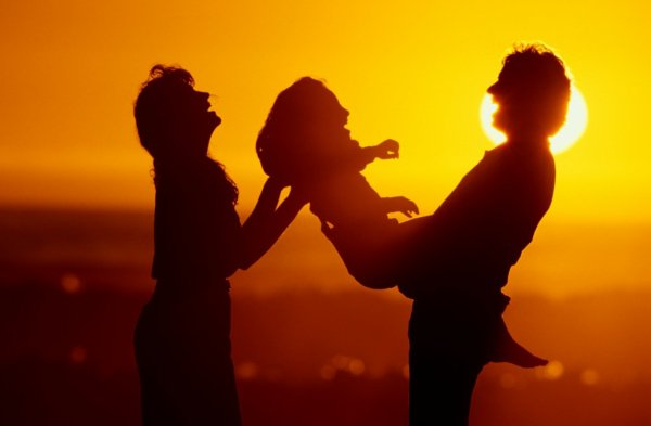Faire un enfant ça commence en donnant la vie,  l'éducation commence en transmettant notre Amour.
