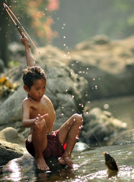 """""""Si tu donnes un poisson à un homme, il mangera un jour. Si tu lui apprends à pêcher, il mangera (toujours)."""" Lao Tseu ."""