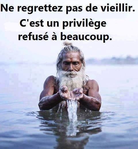 Ne regrettez pas de vieillir. C'est un privilège refusé à beaucoup