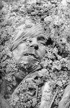 Voici comment on a retrouve nos morts après l'armistice dans les tranchés après le 11 Novembre 1918!