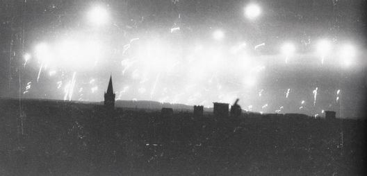 D'horribles souvenirs de la veillé de la Saint Nicolas le 6 Décembre 1944 a Osnabrück............,Avant l'attaque des bombardiers le ciel était illumine de obus traçants et éclairants ,