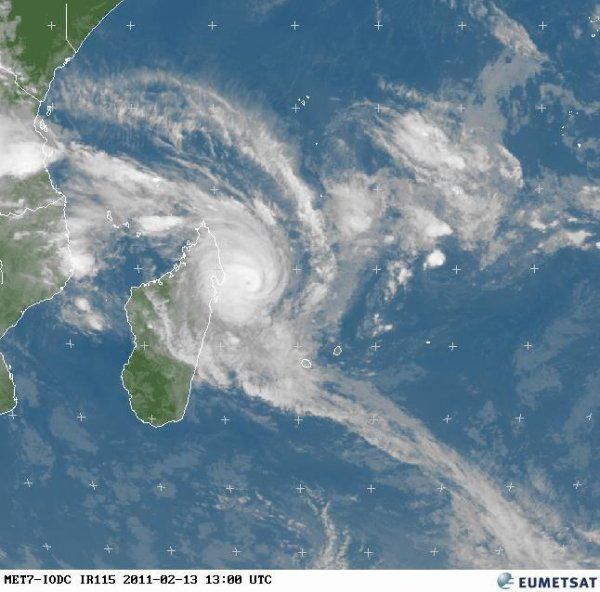 Image satellite de 7 heures se matin ,Encore du mauvais temps pour les 3 prochain jours la pluie a déjà commencé ,Cyclone tropical intense BINGIZA 952 Hecto-pascal  au centre Vents 220 Km/heures ,