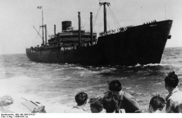 ''Heinz Messerschmitt ''qui a suivie les événements depuis la passerelle du ''KMS Kormoran ,nous racompte le drame ''La bataille contre le ''HMAS  Sydney ''