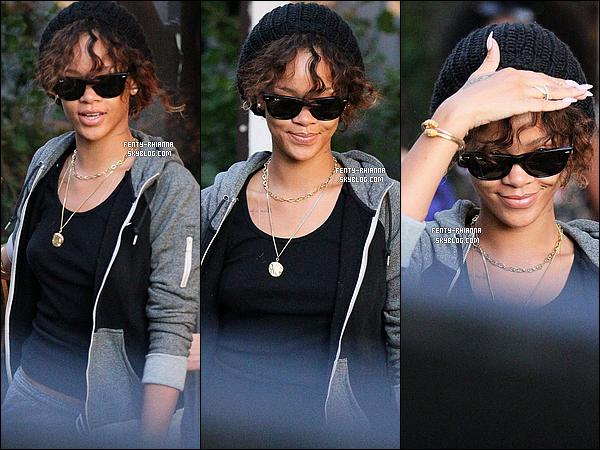 27/01/2012 : Rih' s'est accordée une pause shopping. Elle a été vue dans la boutique Louboutin à L.A.
