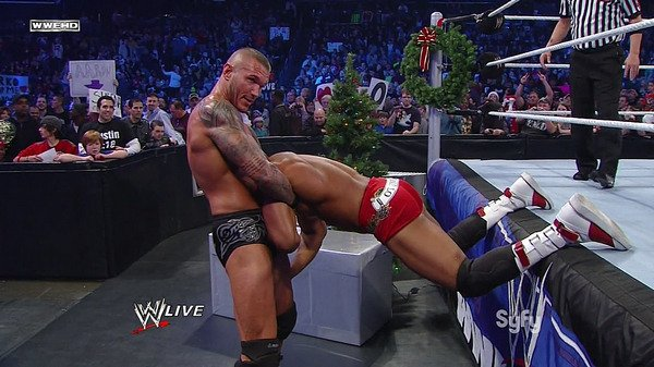 A SPECIAL CHRISTMAS FOR SMACKDOWN David Otunga WHO LOST TONIGHT THE FACE IN THE VIPER STREET FIGHT!!