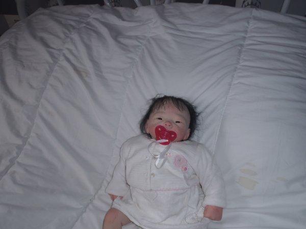 voici le bébé réborn que mes parents on acheté a maéra pour son noél.