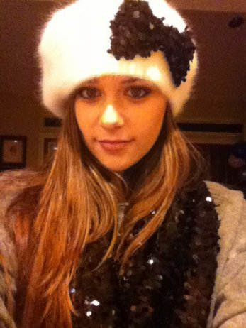 23.12.11 :   Caitlin a postée une vidéo plutôt marante sur son compte You Tube ou elle & accompagnée d'une amie Brogan Burnside .