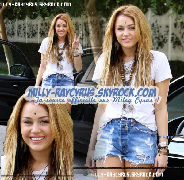 23/10/10 : Miley était de sortie a Los Angeles. J'aime sa tenue ! Vos avis?