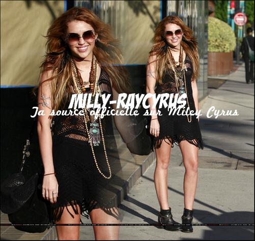 26/10/10 : Miley était de sortie à Los Angeles + 13 Nouvelles photos personnelles !