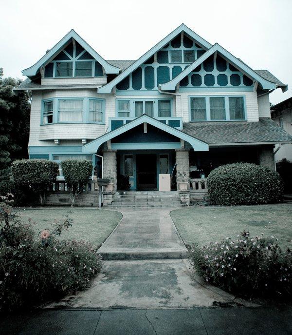 Une maison... habitée
