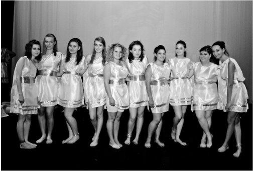 Danse, danse ! Jusqu'à ce que tu ne tiennes plus sur tes jambes.