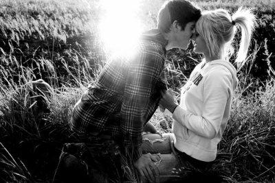 Aimer, ce n'est pas regarder l'un l'autre, c'est regarder ensemble dans la même direction.