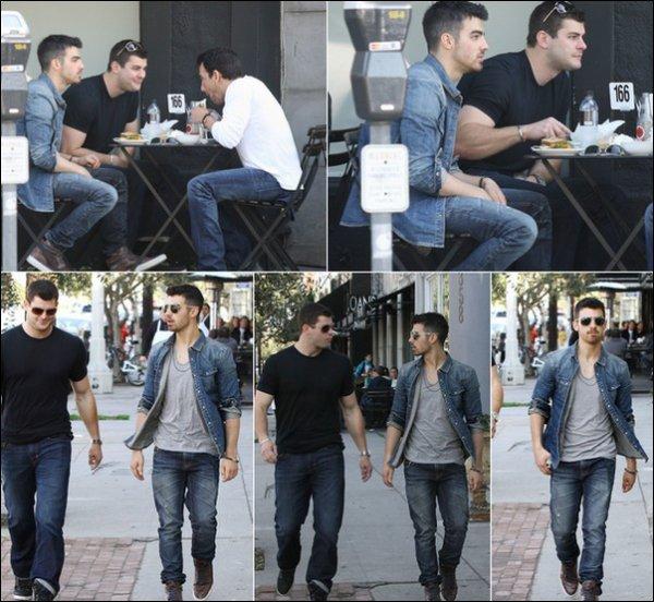 00     03/03/11 Kevin et Danielle ont été vu à l'aéroport de Miami direction Los Angeles . 00