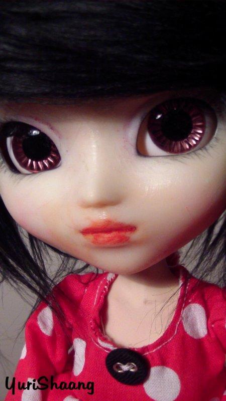 Du rouge accompagner de petit pois blanc ^__^