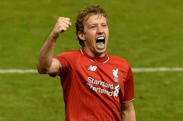 Lucas leiva ça fait 10 ans qu'il a signé à Liverpool