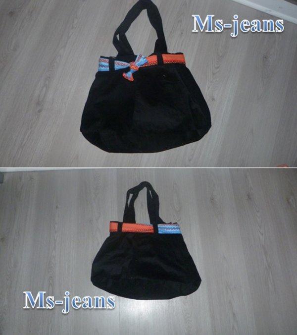 sac a main noir intérieur coloré