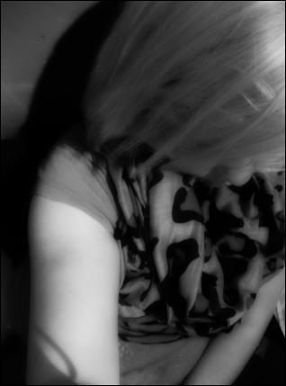 - « On ne reconnait pas les instants marquants de nos vies au moment où on est en train de les vivre. On s'habitue à tout, les choses, les idées, les gens, mais on ne se rend pas compte de notre chance parfois. C'est seulement lorsqu'on risque de perdre quelque chose qu'on se rend compte à quel point on y tient, à quel point on en a besoin, à quel point on l'aime. » ♥