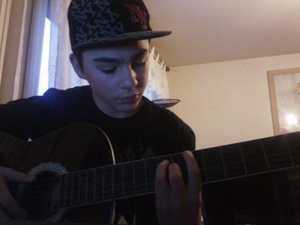 Moi à la guitare :P