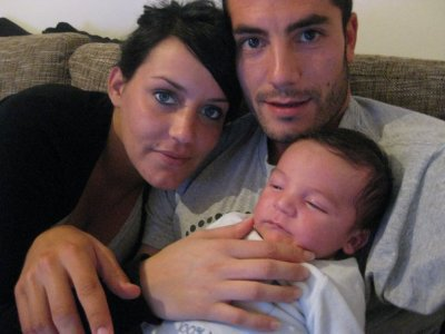 joueur algerien avc sa femme et son fils