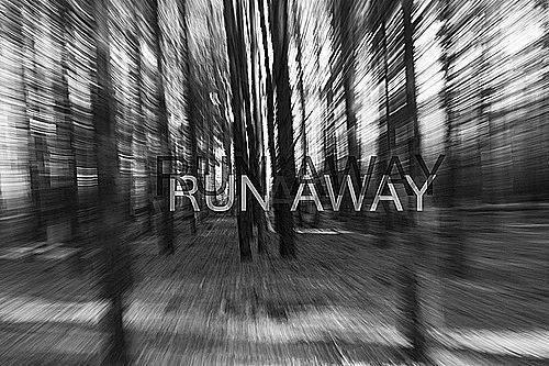 Et à ce moment précis, j'aimerais partir. Courir le plus vite possible pendant des jours. Trouver un endroit où personne ne connaît mon nom.