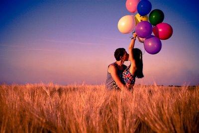 - L'amour c'est comme la guerre ; difficile a gagner, mes tellement facile a perdre ..