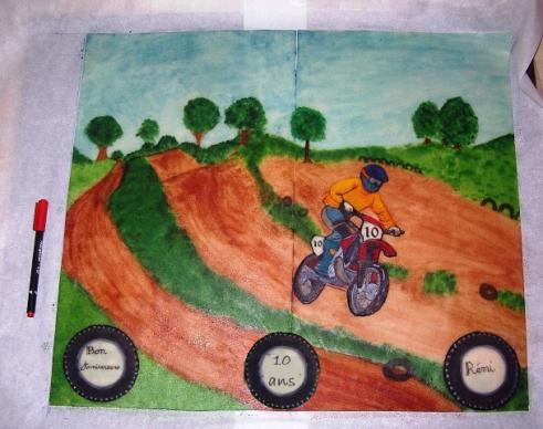 une moto de cross sur son terrain ma patte d 39 amande. Black Bedroom Furniture Sets. Home Design Ideas