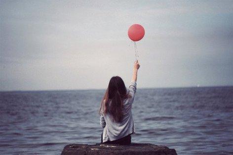 Il est plus simple de saluer quelqu'un rapidement, en faisant semblant de n'avoir pas remarqué les larmes le long de ses joues, que de s'arrêter et lui demander ce qui ne va pas.