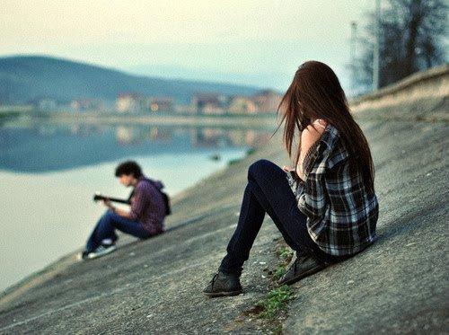 J'étais prête à pleurer, et m'enfuir dans ses bras tant c'était beau. Tant il était beau. Je voulais le rejoindre, oui. La moindre parcelle de mon corps me poussait vers lui. Irrémédiablement. Je me voyais déjà m'asseoir à ses côtés.. Il déposerait un baiser sur mes lèvres en murmurant comme je lui aurait manqué, et combien il m'aime. Nous serions tellement heureux, ensemble !
