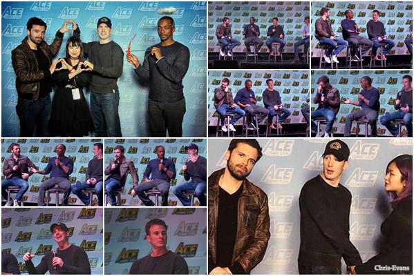 ● 13 Janvier 2018 : Chris Evans s'est rendu à la convention ACE Comic-Con qui ce dérouler en Arizona. Pour cette convention il était en compagnie de Sebastian Stan et Anthony Mackie, j'aime beaucoup comment il est habillé.