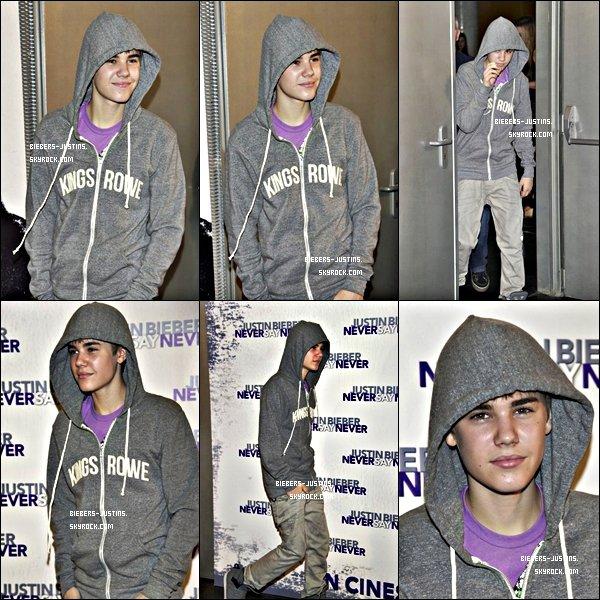 .   05/04/11  Justin en concert pour son My World Tour à Madrid en Espagne .   Les photos sont super jolie mais il n'a toujours pas changé de tenue de scène !  ;)  Tu aime ?   .