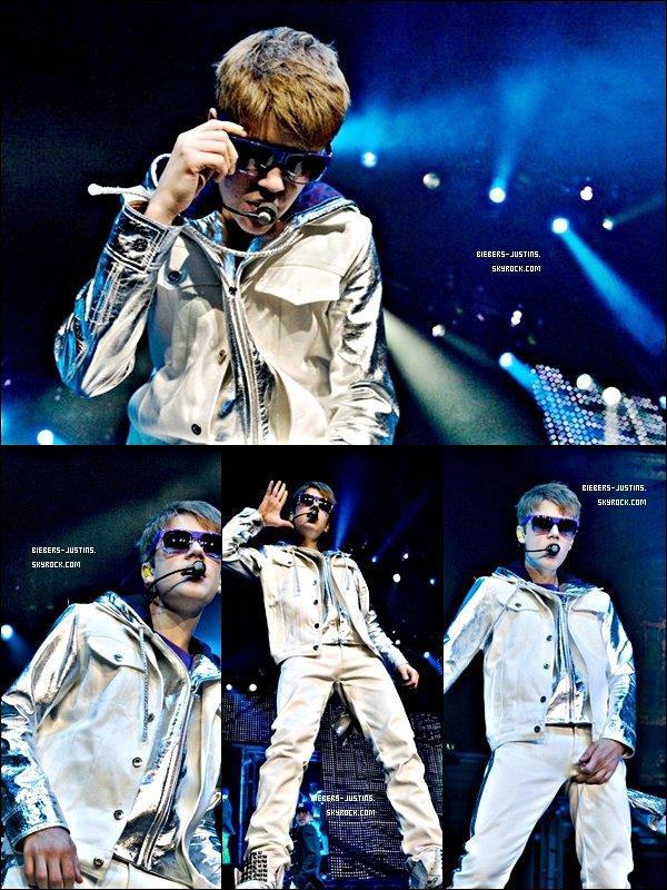 .   06/04/11  Justin en concert pour son My World Tour à Barcelone en Espagne .   Les photos sont super jolies ! tu aime ?  :)     .