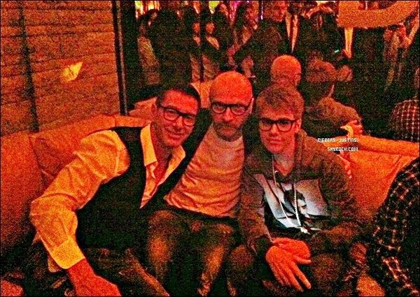 """.   09/04/11  Justin était l'invité de Domenico Dolce et Stefano Gabbana à la fête organisé au « Dolce & Gabbana Gold Restaurant » à Milan en Italie + 1 photo twitter que """" D&G """" ont posté .   Ses vetements et ses lunnettes sont un TOP  ! tu aime ?  :)     ."""