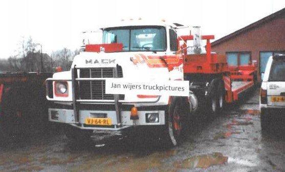Mack RB600 Boer.