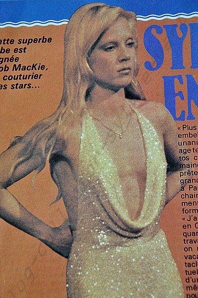 voici pour commencer l'année des documents tres rares sur notre belle Sylvie , ici c'est un magazine  0K  du 5 au 12 mars 1978 numéro 112  avec deux articles sur sylvie le 1er parle des nouvelles tenues de scènes  pour le second article les deux stars blondes ont le meme coiffeur !