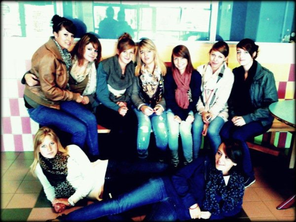 Lucie, Camille, Adeline, Jennifer, Maude, Amélie, Margaux, Mylène & Emilie.♥
